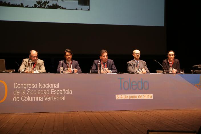 La Junta Directiva de la Sociedad Española de Columna Vertebral (Dr. Rafael González, Dr. Alberto Gómez Ulloa y Dr. Alberto Hernández) junto a los representantes del Comité de Comunicación (Dr. Eduardo Hevia) y del Comité Científico (Dra. Susana Núñez) durante la Asamblea de la sociedad